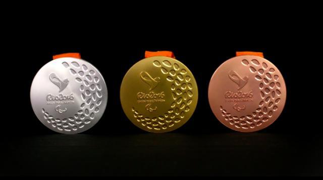 画像: こちらはパラリンピック用のメダル