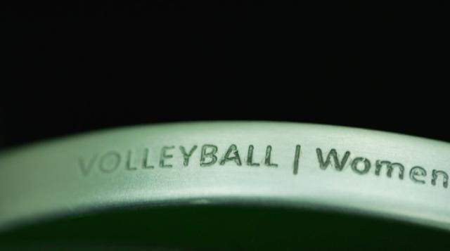 画像: これは女子バレーボール用のメダルのようです。
