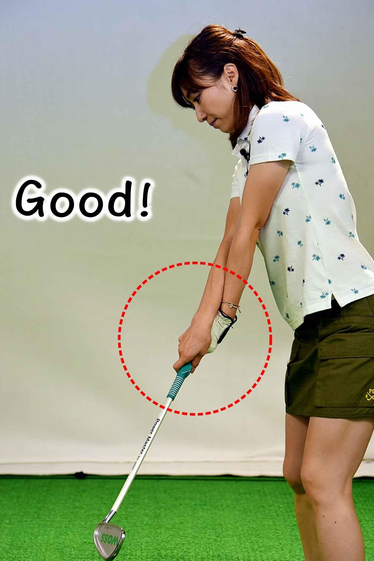 画像: 「右手が上」だとフェースが返ってボールがつかまる!