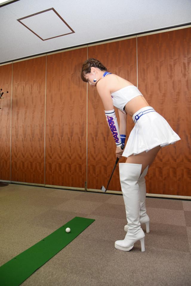 画像7: サムズアップゴルフ編集部にレースクイーンがやってきた! ところでご用事は…?