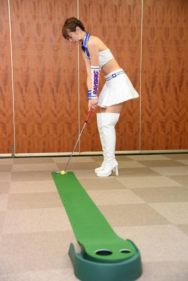 画像1: サムズアップゴルフ編集部にレースクイーンがやってきた! ところでご用事は…?