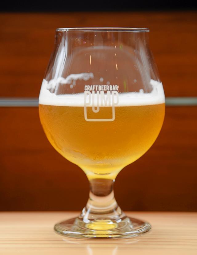 画像: 炭酸を楽しむ背の高いグラスではなく、ブランデーグラスタイプでじっくり味わいたい