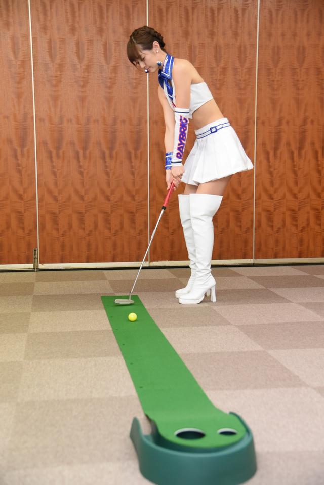 画像3: サムズアップゴルフ編集部にレースクイーンがやってきた! ところでご用事は…?