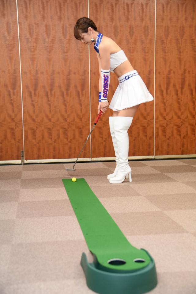 画像2: サムズアップゴルフ編集部にレースクイーンがやってきた! ところでご用事は…?
