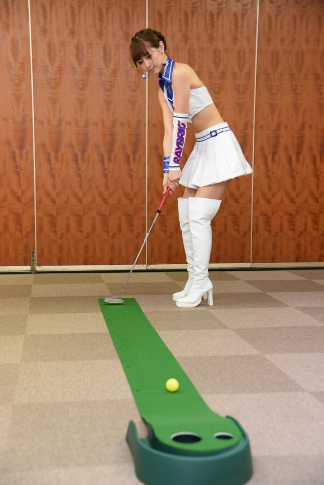 画像4: サムズアップゴルフ編集部にレースクイーンがやってきた! ところでご用事は…?