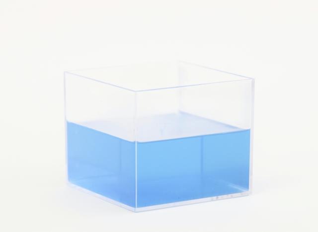 画像: お湯の色はリラックス感あふれるブルー