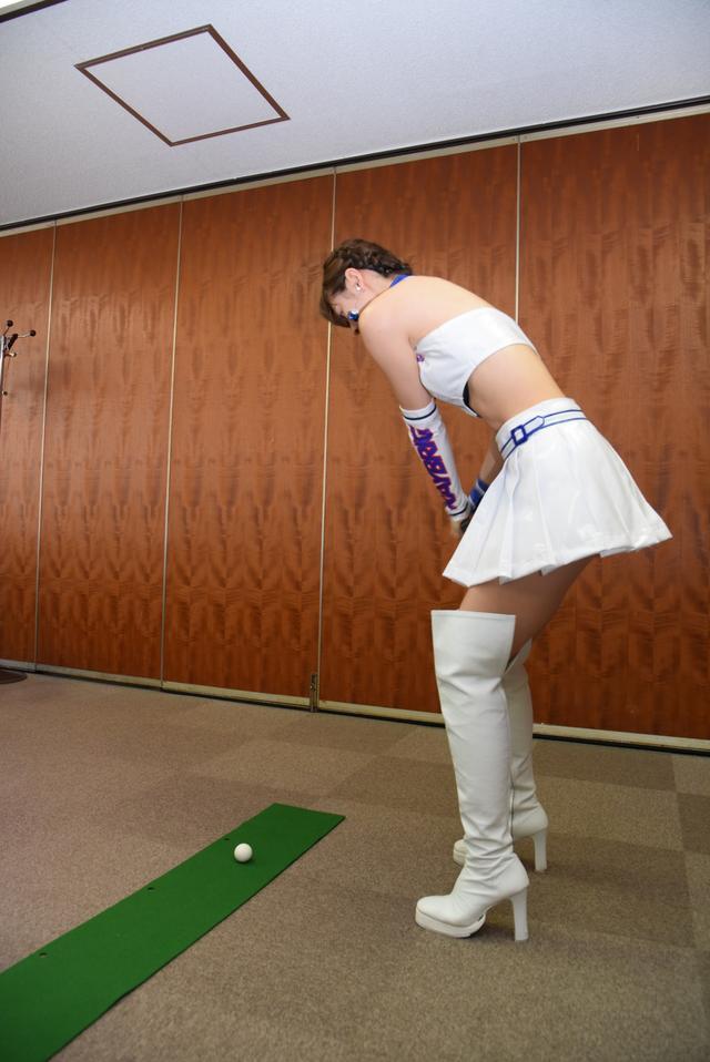 画像10: サムズアップゴルフ編集部にレースクイーンがやってきた! ところでご用事は…?