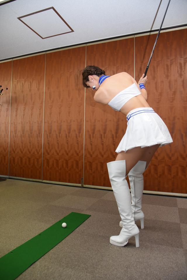 画像9: サムズアップゴルフ編集部にレースクイーンがやってきた! ところでご用事は…?