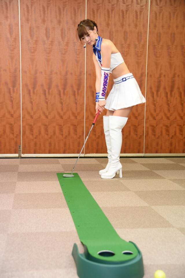 画像5: サムズアップゴルフ編集部にレースクイーンがやってきた! ところでご用事は…?
