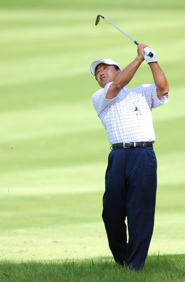 画像: 練習場ではナイスショット連発。コースに出たらミスばかり。なぜなの、倉本プロ! - Thumbs Up Golf