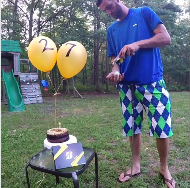 画像: 誕生日プレゼントにブリヂストンのボール! 早速取り出して……