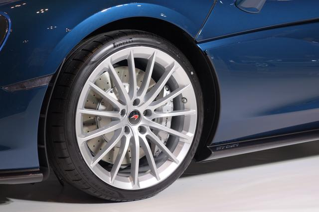 画像: 570GT用にビスポーク(特注)された、ピレリ P Zero™タイヤを装備