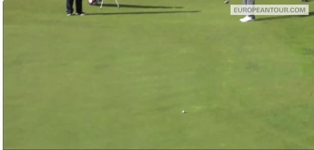 画像: ボールは勢いよく転がり始めます twitter.com