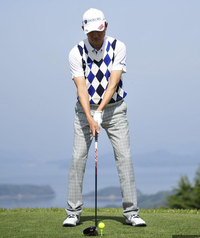 画像: まずは田村プロのアドレスをじっくり見てみよう