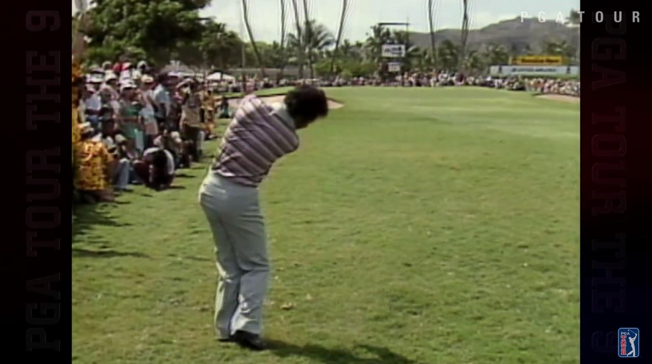 画像: ラフからピッチングを一閃。ボールはピンと重なるように飛んでいく www.youtube.com