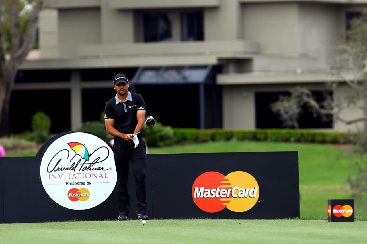 画像: デイに学ぶルーティン術。ドローを打つなら前に出すのは「左足」 - Thumbs Up Golf