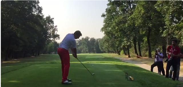 画像: どこかシュートの瞬間を思わせる下半身の使い方。実際いい球飛んでます