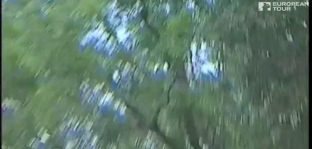 画像: 木立の中へ……と思いきや、木に当たって跳ね返ります twitter.com
