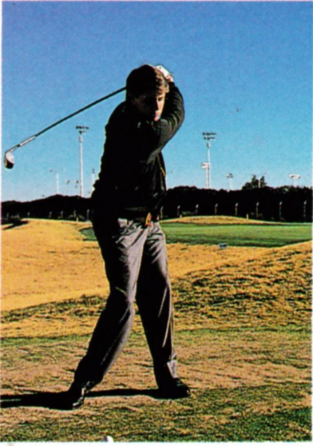 画像: こちらアマチュア時代のミケルソンのスウィング写真。この個性的なスウィングは、父の姿を模倣することで生まれた