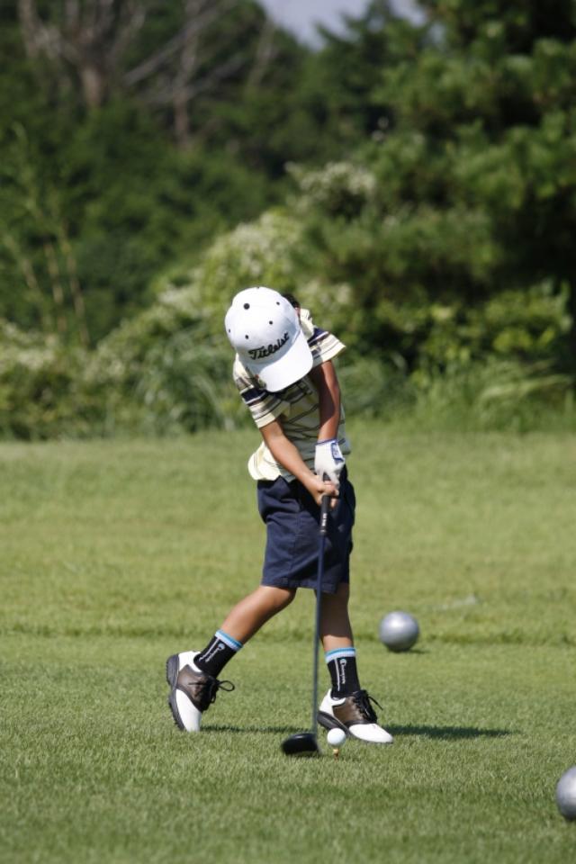 画像: コースで遊びながらゴルフを覚えさせることができたら、それが一番