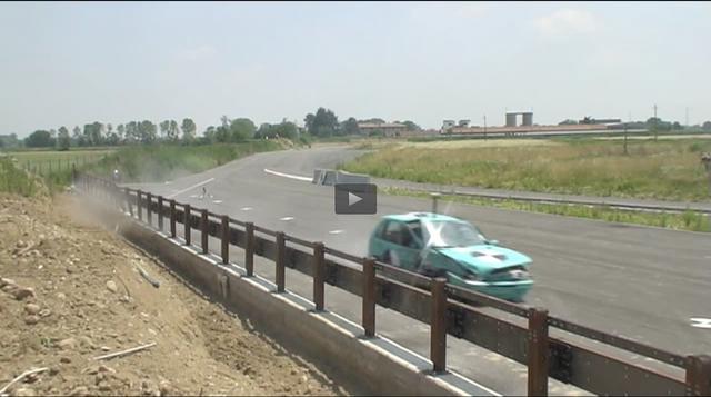 画像: ほとんど減速することなく、走り去るのでした。 www.toyo.co.jp