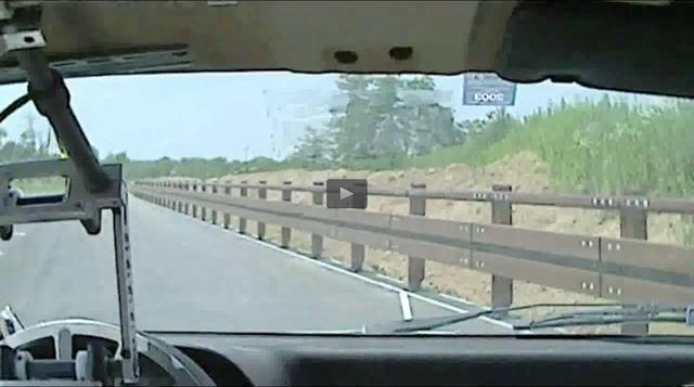 画像: 回避する気配を微塵も感じさせることなく。 www.toyo.co.jp