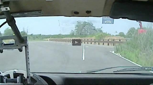 画像: けっこうな勢いで突っ込んでいきます。 www.toyo.co.jp