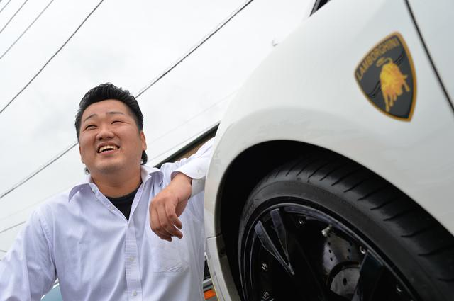 画像: スーパーカーと過ごす特別な体験を、みんなと共有したくて…お店を立ち上げた永木社長。売るだけではなく、お店に来てくれた人たちとクルマ談義に花を咲かせるのが、かけがえのない至福の時間です。 www.dream33.com