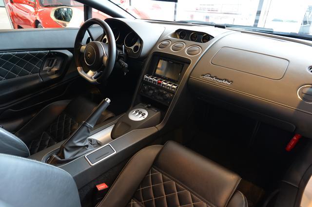 画像: 高級車としてのイメージをより強く感じることができるのが、インテリア。デザイン、素材感など、すべてがラテンなハイグレード感に満ち溢れています。