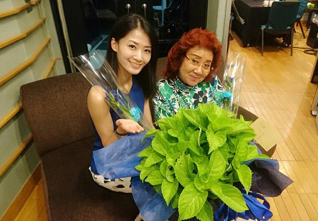 画像: 夏野さんからマコさんへ「紫陽花の鉢」のプレゼント☆