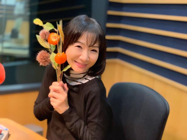 画像: ★スタジオの栗&柿と愛理さん。