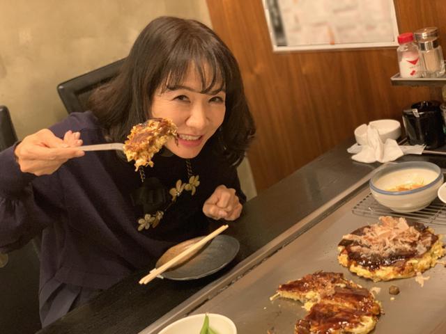 画像: ★番組新年会でお好み焼きを食べまくるヒラマツさん。