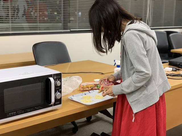 画像: ★チアモニ班が餃子の皮、チーズ、諸々準備。ちゃんと練習はしたんですが…。