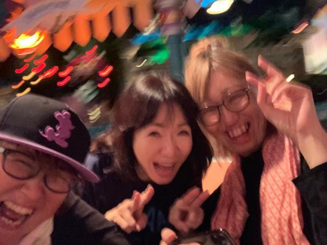画像: ★愛理さんが話す昨年の「ディズニーランド」話。呼びかけの翌日東京集合~女3人で夢の国という伝説の思い出。これが噂の「コーヒーカップ」の3人。楽しかった!(by.チアモニAD)