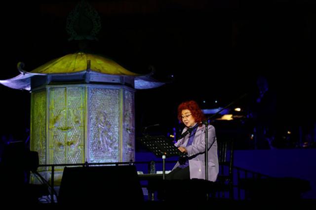 画像1: 大仏殿をバックに幻想的なステージを展開!