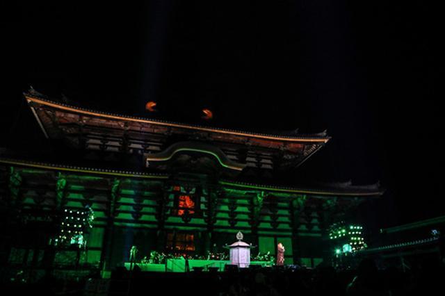 画像10: 大仏殿をバックに幻想的なステージを展開!