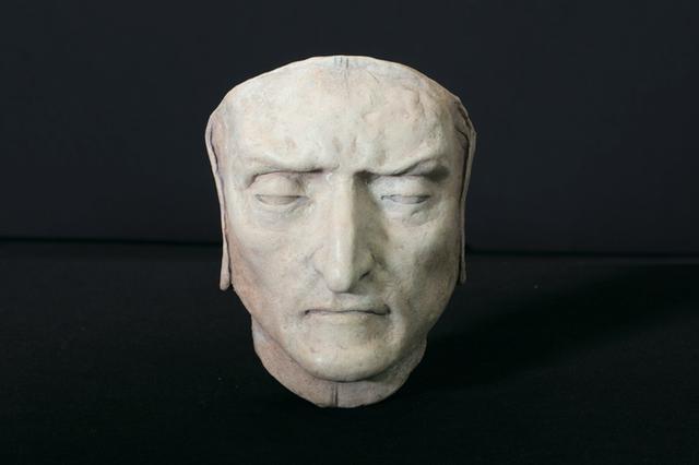 """画像: 『ダンテの神曲』とは イタリア最高の詩人といわれるダンテ・アリギエーリ(1265~1321)が1307年から執筆に取り掛かり、死の直前に完成したという代表作。 地獄篇、煉獄篇、天国篇の3部構成。 全14233行の長編叙事詩で、 作者ダンテ自身が主人公。 このうち地獄篇は現在に続く地獄のイメージを決定づけたといわれており、ミケランジェロやロダンなど、多くの作家・芸術家に影響を与え、この映画で登場するのはボッティチェルリが描いた何層にも重なる""""地獄の見取り図""""である。"""