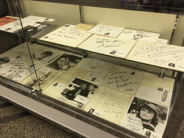 画像: サインなどの展示の様子