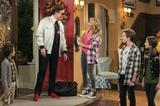 画像: D.J.たちの恋愛模様は大混戦!? 「フラーハウス」 シーズン2 妹のステフと、娘ラモーナを連れて同居している親友のキミーの協力を仰ぎながら、三人の息子を育てているD.J.。 ペットクリニックの共同経営者であるマットと元彼のスティーブとの間で揺れていたが、ついにどちらと付き合うか決断することに。そんな中、関係を修復しようとあえて離婚したキミーの元夫フェルナンドがD.J.の家に引っ越してくる。 ステフはキミーの弟ジミーと交際を始めるなど、シーズン2はラブストーリーが発展する。 Netflixにて独占配信中