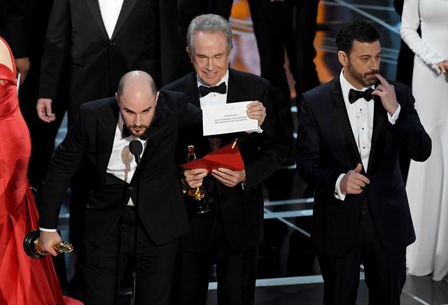 画像: 作品賞が「ラ・ラ・ランド」チームに渡された後、大混乱に Getty Images