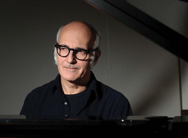 画像: 巨匠エイナウディ。彼のピアノは本当に素晴らしい