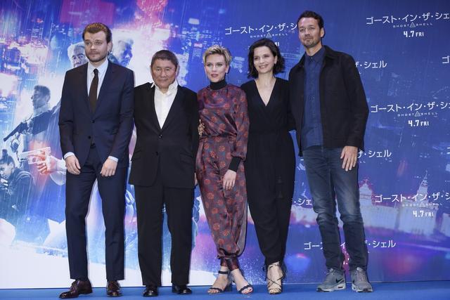 画像: 共演のピルー・アスベック、たけし、スカーレット、ジュリエット・ビノシュとルパート・サンダーズ監督