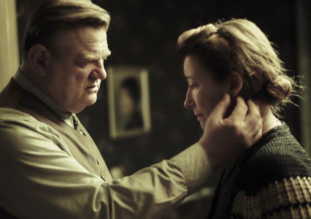 画像: ヒトラー政権に抵抗したごく平凡な夫婦の驚くべき実話 「ヒトラーへの285枚の葉書」2017年7月8日公開! - SCREEN ONLINE(スクリーンオンライン)