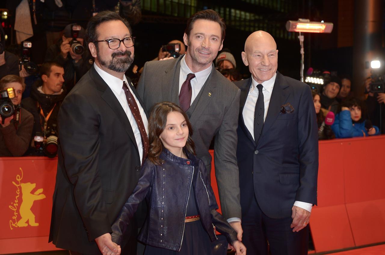 画像: 『ローガン』の左からジェームズ・マンゴールド監督、子役のダフネ・キーン、ヒュー・ジャックマン、パトリック・スチュアート Dominique Charriau/WireImage