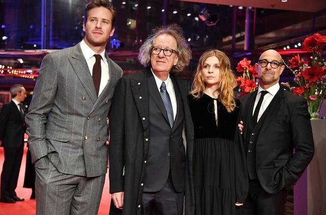 画像: スタンリー・トゥッチ(右端)が監督した『ファイナル・ポートレート』のアーミー・ハマー、ジェフリー・ラッシュ、クレマンス・ポージー Pascal Le Segretain/Getty Images