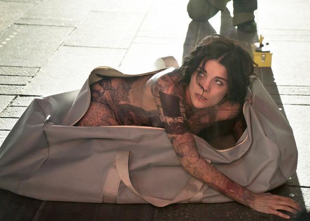 画像: 全裸で発見された全身タトゥーの女性はすべての記憶を失っていた