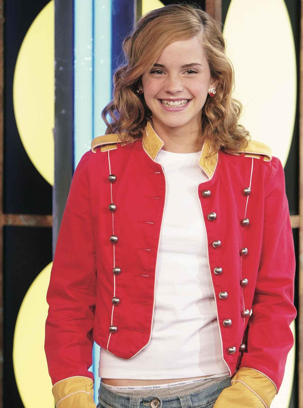 画像: お年頃の少女はあっという間に成長します。「ハリー・ポッター」は大ヒット・シリーズとなりエマの人気もぐんぐんアップ、MTVショーにも呼ばれるアイドルに。本人も何となく大人っぽく。 ©Getty Images