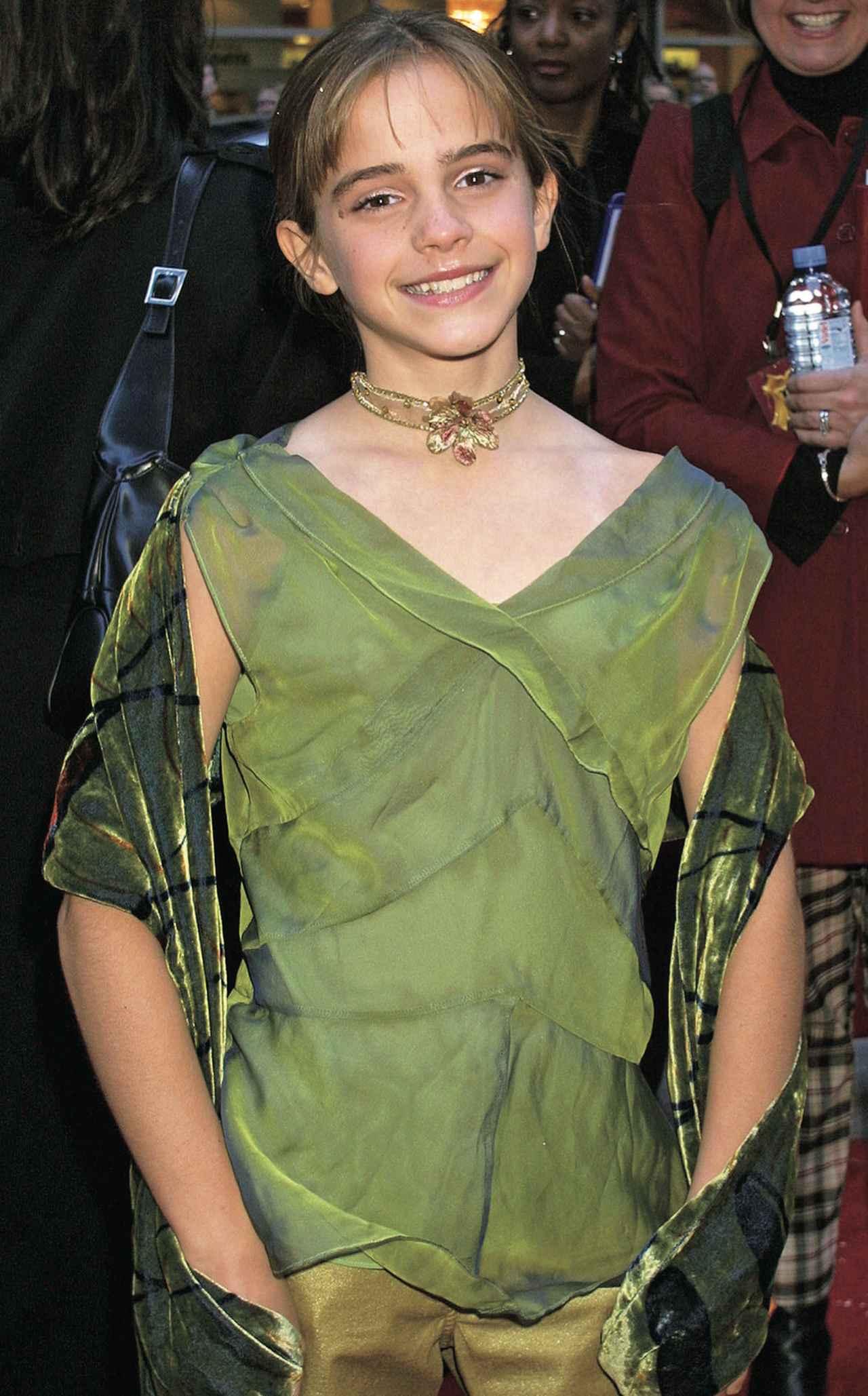 画像: エマ・ワトソンが初めてみんなの前に登場したのは2001年、「ハリー・ポッターと賢者の石」のプレミアの時。そばかすなんて気にし ない、元気いっぱい笑顔がかわいい11歳の女の子に誰もが魅了されました。 ©Getty Images