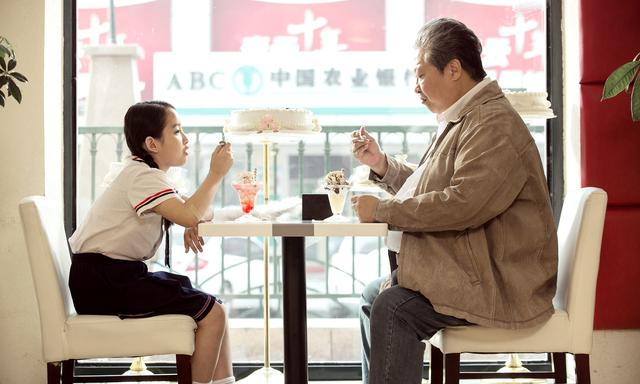画像1: 香港映画界のレジェンド、サモ・ハンが帰ってくる! 監督・ 主演作『おじいちゃんはデブゴン』5月27日(土)公開
