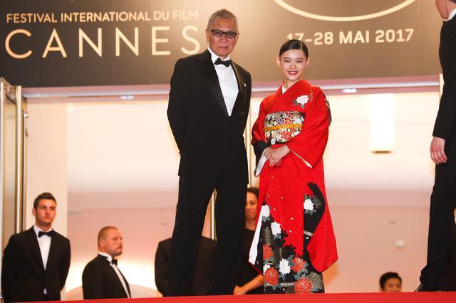 画像: レッドカーペットを歩いた三池監督と杉咲 (c)Kazuko Wakayama
